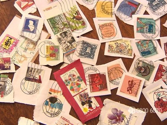 Vrouw van 74 jaar in haar woning overvallen, daders stelen postzegels