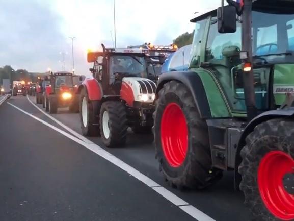 Kijk mee vanaf de trekker: Boeren zorgen voor megafiles, wegen muurvast rond Utrecht