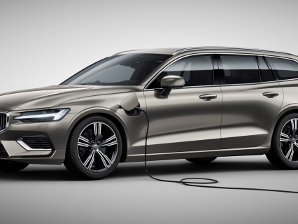 Volvo reveals new V60 wagon with two plug-in hybrid variants: 340 hp or 390 hp