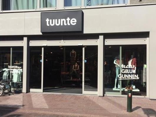 Ruim honderd aanmeldingen voor rechtszaak vakbond tegen modezaak Tuunte
