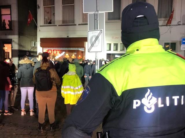 Avondklokrellen: Voetbalsupporters naar huis gestuurd, arrestaties in Breda