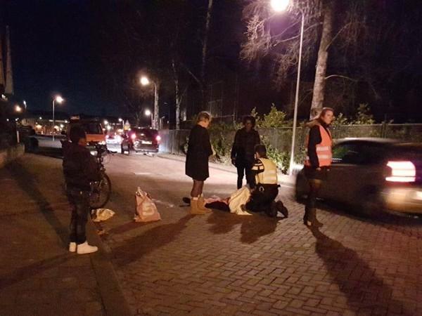 Fietser naar ziekenhuis na ontwijken auto in Hengelo