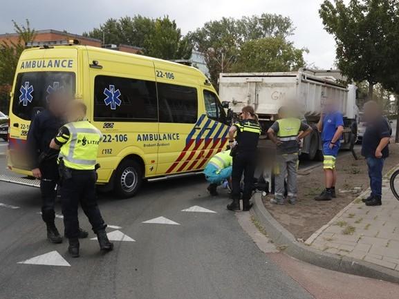 Fietsster breekt been bij aanrijding met vrachtwagen