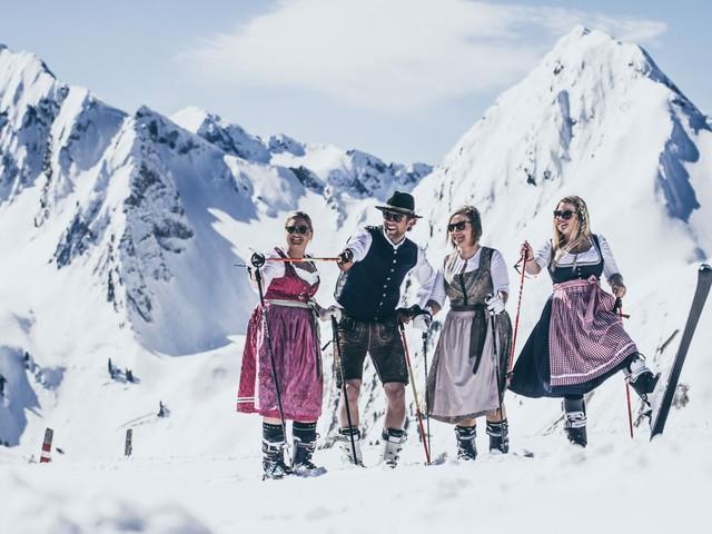 In Lederhosen het ski-seizoen beëindigen