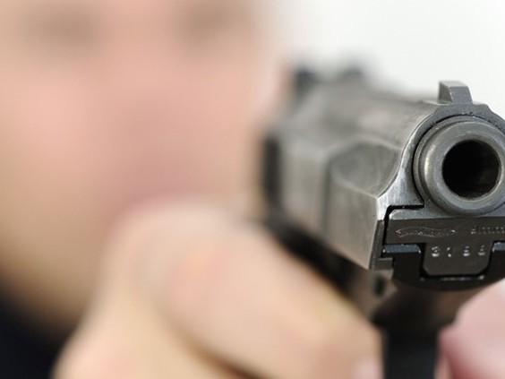Vuurwapengevaarlijke man klemgereden door arrestatieteam