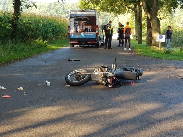 Motorrijder met letsel naar het ziekenhuis na aanrijding in Haaksbergen