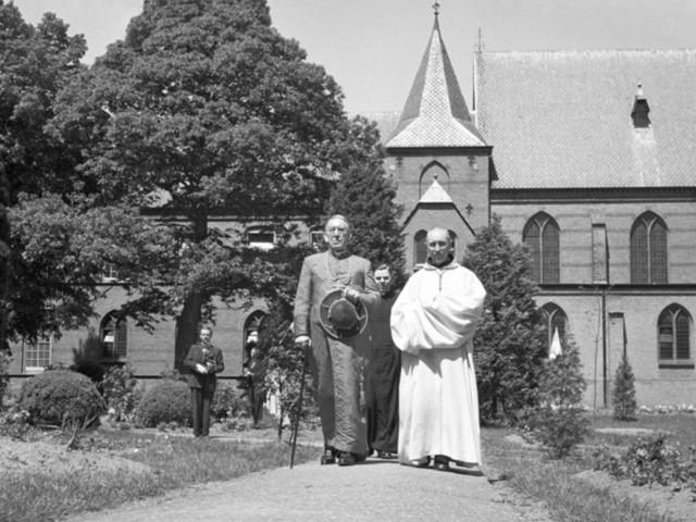 Zo werd kardinaal Jan de Jong gerehabiliteerd