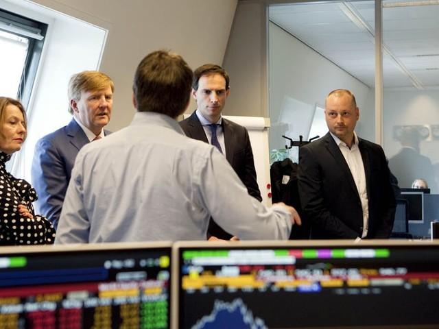 Koning en minister Hoekstra brengen werkbezoek aan de Autoriteit Financiële Markten