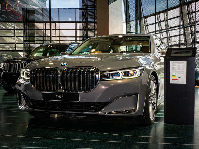 2019 BMW 750i Facelift live from BMW Welt