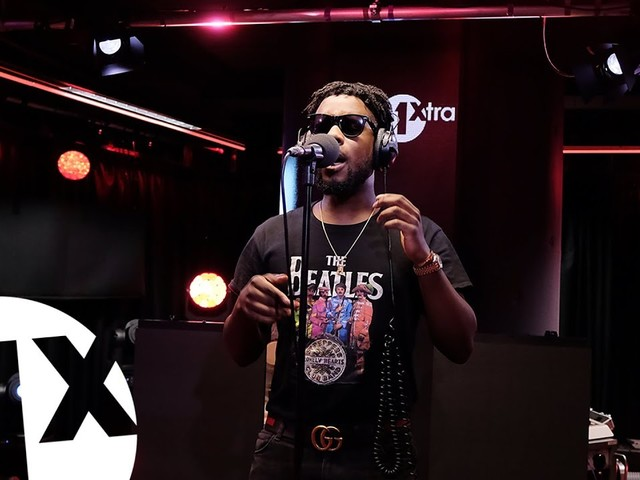 "Maleek Berry Performs Bob Marley's ""Turn Your Lights Down Low"" on 1Xtra Live Lounge"