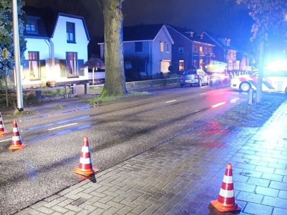 Automobilist gewond na aanrijding met boom in Nijverdal