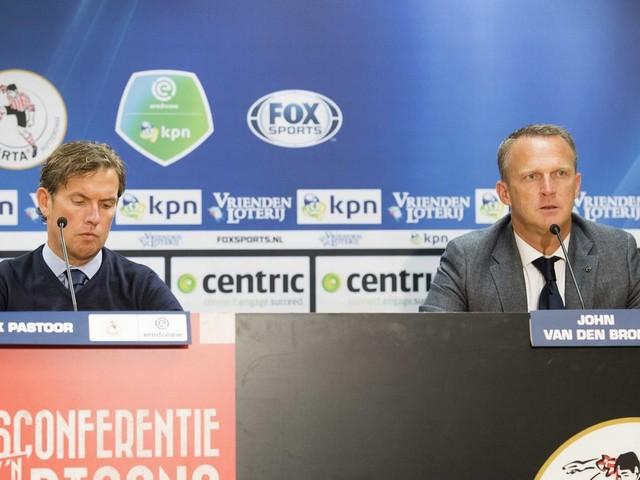 VIDEO - Bizar moment tijdens persconferentie