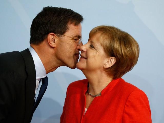 Politiek Europa beziet keizerin Merkel met een mengeling van wantrouwen en hoop