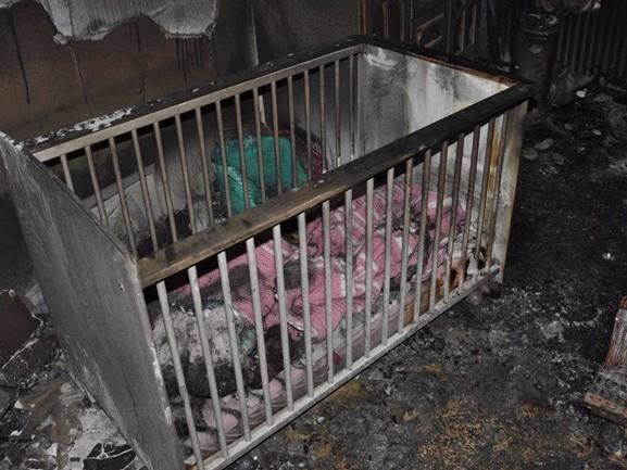 Cora redde haar tweejarige dochtertje uit brandende kinderkamer: 'Ik wil mensen waarschuwen'