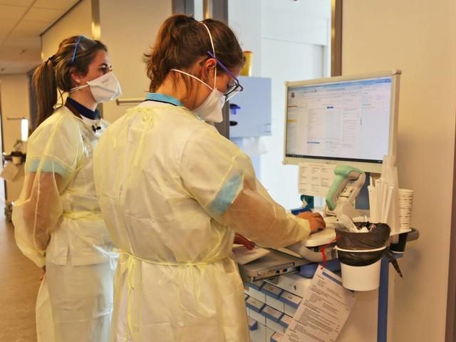 Coronanieuws: toch versnelde vaccinatie voor ziekenhuispersoneel