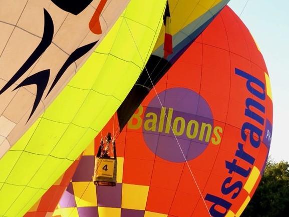 Ad Ballon gaat schorten maken voor zorgpersoneel, uit stof van heteluchtballonnen