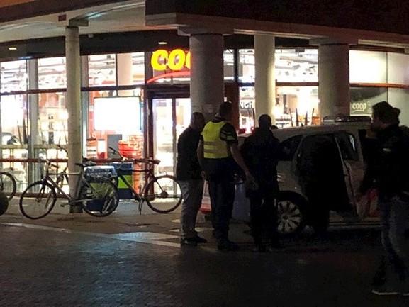 Drie aanhoudingen bij politieactie supermarkt Zwolle