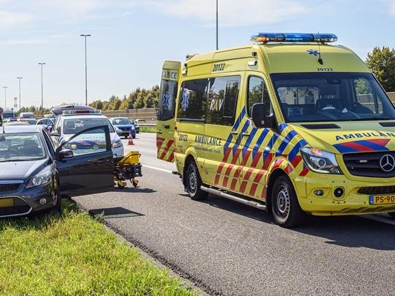Behulpzame omstanders reanimeren man op A16, politie bedankt hen