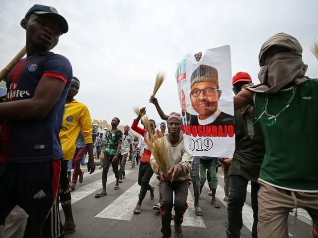 Zet 'Vadertje Traag' er in Nigeria dit keer wel de vaart in?