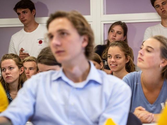 Leidse studenten leren studieschuld creatief binnen de perken te houden