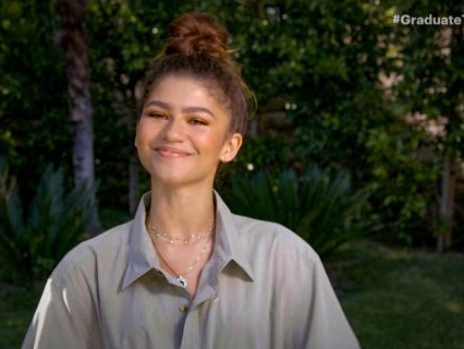Zendaya Speaks On The Rumor That Drake Handed Out Cash At 'Euphoria' Wrap Party [Video]
