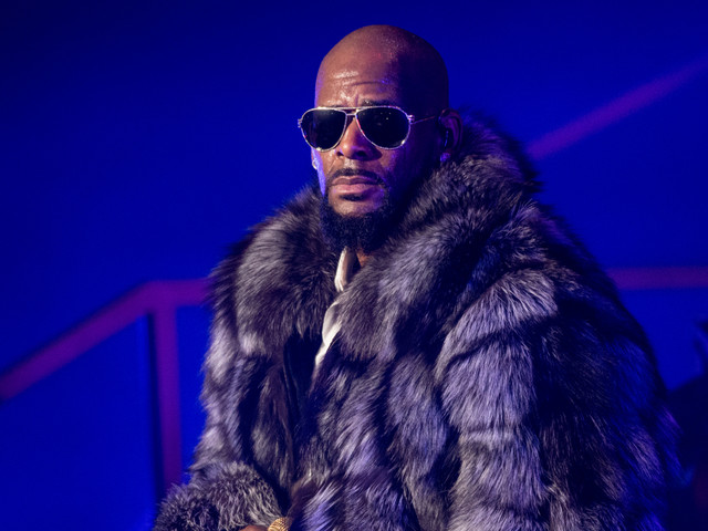 SMH: R. Kelly's Brother Accuses Him Of Molesting 14-Yr-Old Family Member & Trying To Kiss Him [Video]