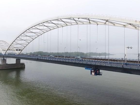 Deel van Merwedebrug A27 dicht door hitte, files zorgden voor meer dan twee uur vertraging