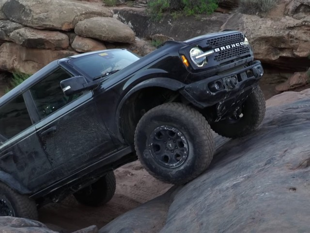 Watch the 2021 Ford Bronco show off in Moab