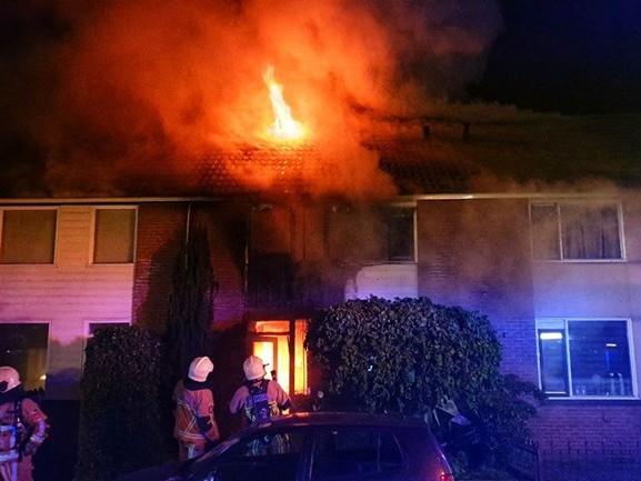 Enschedese woning verwoest door uitslaande brand