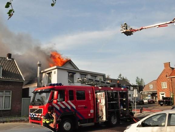 Zeer grote brand bij Asya Bakkerij in Waalwijk onder controle