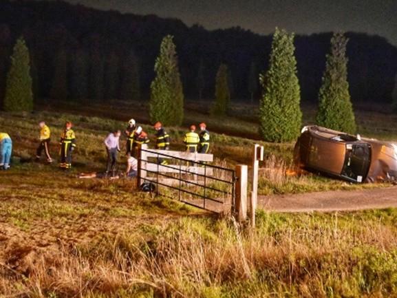 Auto over de kop op A27 bij Breda, snelweg weer vrij