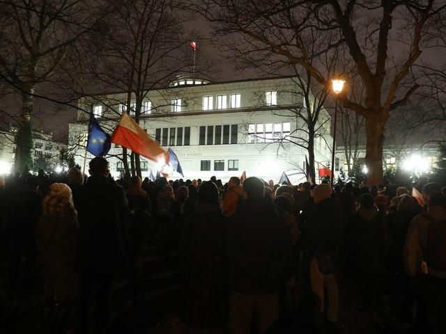 Polen 'hervormt' rechtbanken ondanks zware kritiek