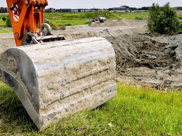 De bouwers en de baggeraars mogen hopen op verdere versoepeling van de Pfas-norm