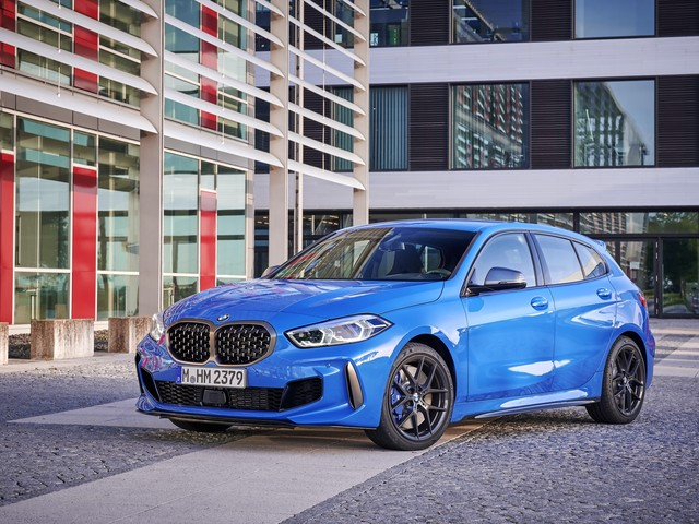 Video: 2019 BMW M135i xDrive goes for top speed run