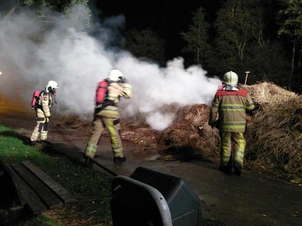 Brandweer rukt uit voor rietbrand in Giethoorn