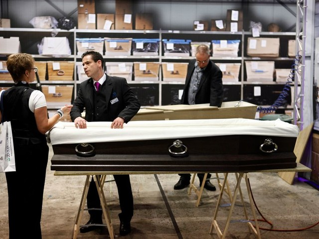 De regels voor begraven en cremeren zijn hopeloos verouderd, vindt D66