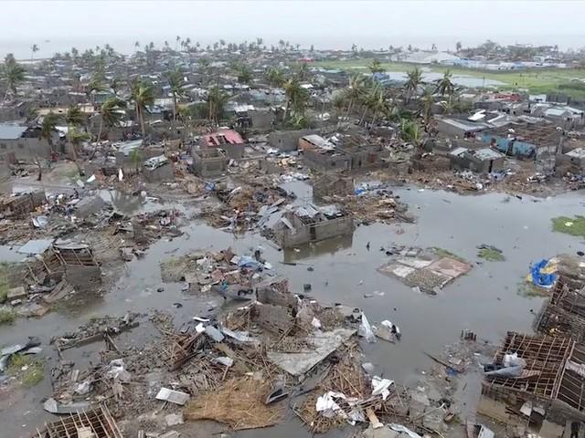 De hele wereld stuurt hulp naar Mozambique