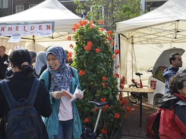 Burgemeester Enschede loopt mee met Walk of Peace om religies te verbinden