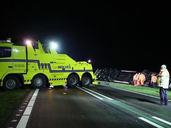 N36 dicht tussen Westerhaar en Vriezenveen voor bergen vrachtwagen