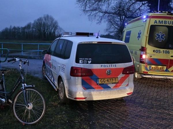 Fietser naar het ziekenhuis na ongeluk in Diepenheim