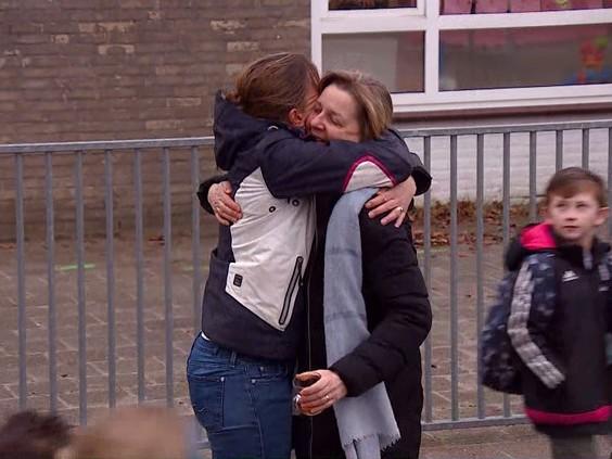Emotionele leraren op het schoolplein: ontlading na slepende scholencrisis in Geldrop