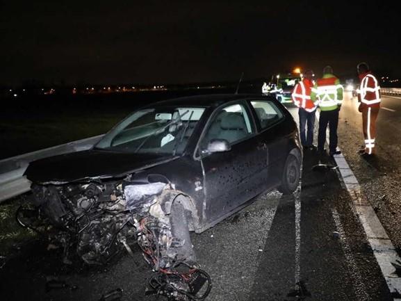 Auto's zwaar beschadigd na ongeluk op A59 Waspik, twee gewonden