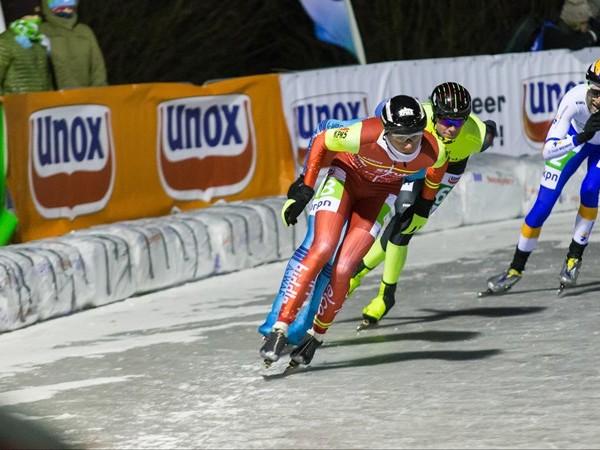 In beeld: de eerste schaatsmarathon op natuurijs van 2018 in Haaksbergen