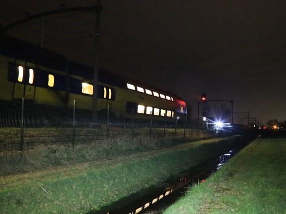 Passagiers zitten ruim uur vast in de trein na geknapte bovenleiding, ook goederentrein gestremd