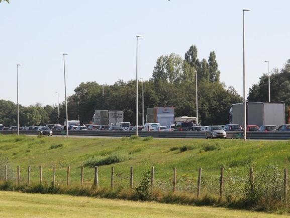 A1 richting Hengelo weer vrij na kop-staartbotsing