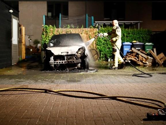 'Vooralsnog geen verband tussen twee recente autobranden in Zwolle'