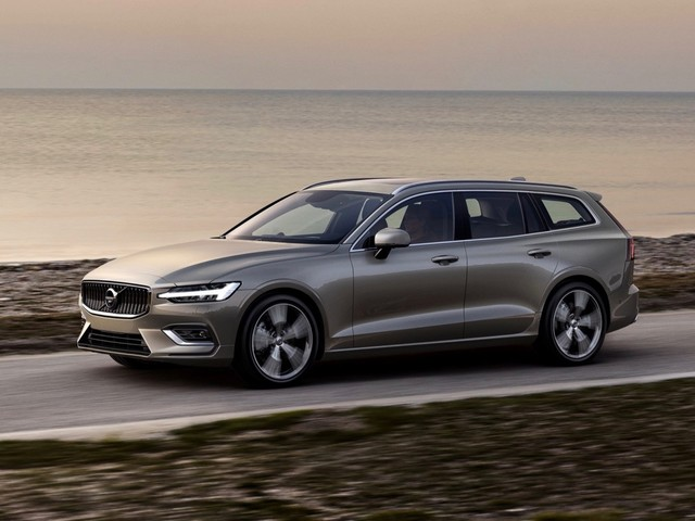 2019 Volvo V60 debuts with two plug-in hybrid versions