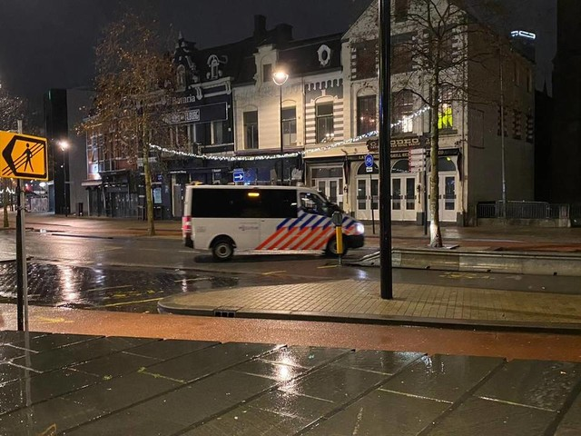 Coronanieuws: Boa's handhaven iets terughoudender op avondklok na late besluit