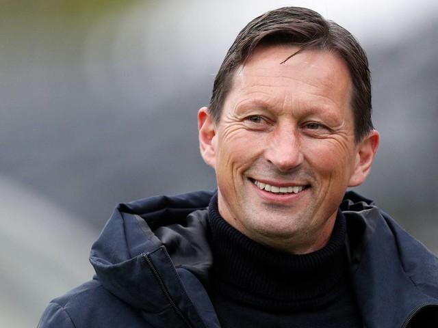 PSV-trainer Schmidt wil niet te vroeg juichen: 'Het is nog niet gedaan'