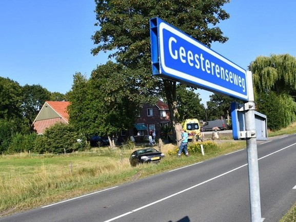 Automobilist gewond na ongeval in Vriezenveen